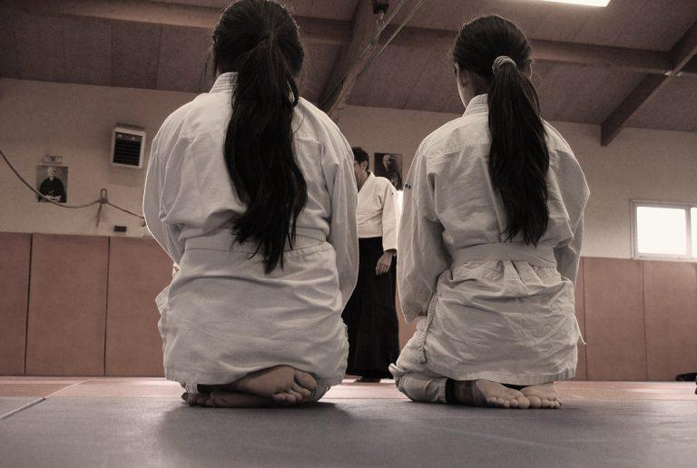 Deux-filles-de-dos